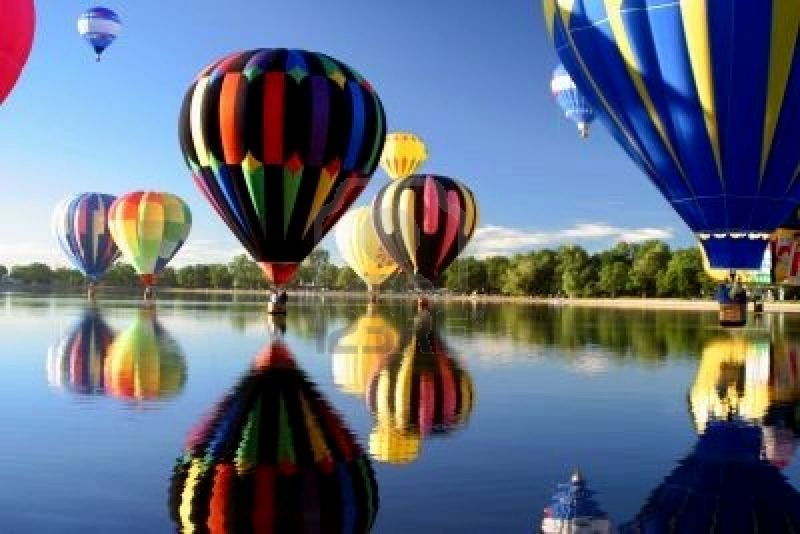 Hot-air-ballon-reflection